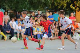 Football pour enfant, qui est une exception à la durée de 90 minutes d'un match de football.